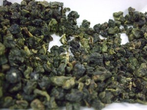 Jade Oolong from Taiwan; from the dry tea, it isn't easy to tell these 3 teas apart.
