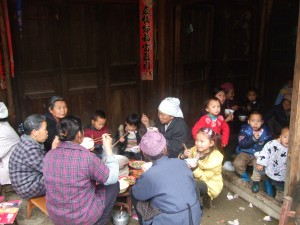 Noon feast in the neighborhood after Qing Ming